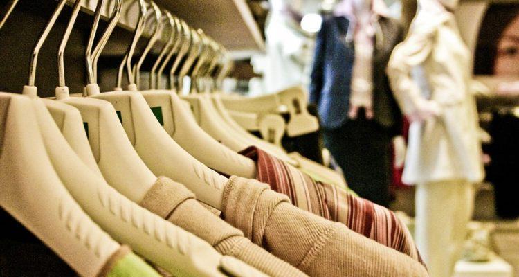 Sekáčové oblečení až k vám domů  Objevte kouzlo online second handu ... 766e6b7ab4